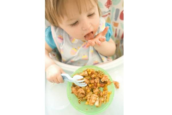 Biarkan Si Kecil Mengacak Makanan, Ini Efek Positifnya!: read it and you will know all about Biarkan Si Kecil Mengacak Makanan, Ini Efek Positifnya! for moms, the most interesting about Biarkan Si Kecil Mengacak Makanan, Ini Efek Positifnya! on a site motherandbaby.co.id