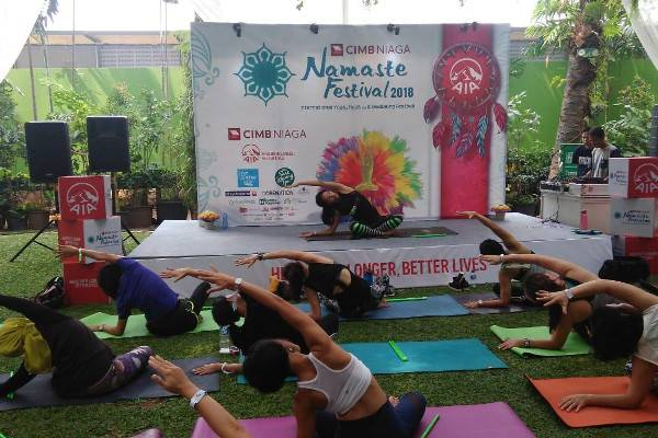 Sehat dengan Yoga di CIMB Niaga Namaste Festival 2018: read it and you will know all about Sehat dengan Yoga di CIMB Niaga Namaste Festival 2018 for moms, the most interesting about Sehat dengan Yoga di CIMB Niaga Namaste Festival 2018 on a site motherandbaby.co.id