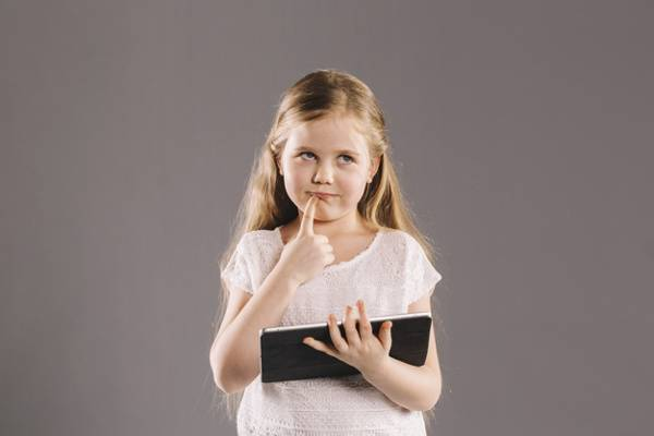 Ini Dampak Psikologis Gadget Pada Balita: read it and you will know all about Ini Dampak Psikologis Gadget Pada Balita for moms, the most interesting about Ini Dampak Psikologis Gadget Pada Balita on a site motherandbaby.co.id