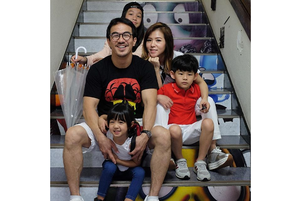Cara Seru Joe Taslim Luangkan waktu untuk Keluarga: read it and you will know all about Cara Seru Joe Taslim Luangkan waktu untuk Keluarga for moms, the most interesting about Cara Seru Joe Taslim Luangkan waktu untuk Keluarga on a site motherandbaby.co.id
