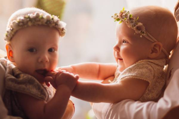 4 Tips Merawat Bayi Kembar: read it and you will know all about 4 Tips Merawat Bayi Kembar for moms, the most interesting about 4 Tips Merawat Bayi Kembar on a site motherandbaby.co.id