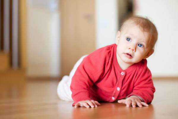 Tips Memberikan Perlindungan saat Bayi Mulai Merangkak: read it and you will know all about Tips Memberikan Perlindungan saat Bayi Mulai Merangkak for moms, the most interesting about Tips Memberikan Perlindungan saat Bayi Mulai Merangkak on a site motherandbaby.co.id