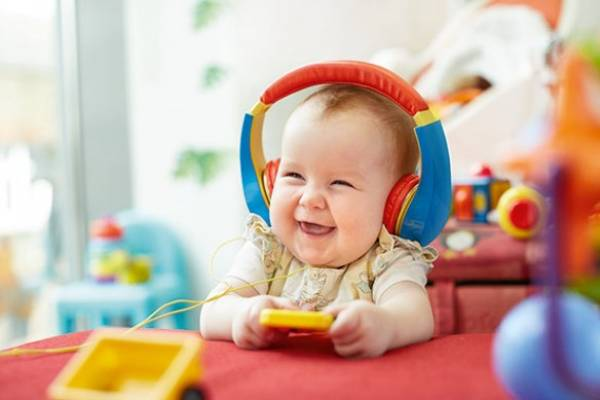 Lagu The Happy Song Terbukti Membuat Bayi Tertawa Riang: read it and you will know all about Lagu The Happy Song Terbukti Membuat Bayi Tertawa Riang for moms, the most interesting about Lagu The Happy Song Terbukti Membuat Bayi Tertawa Riang on a site motherandbaby.co.id