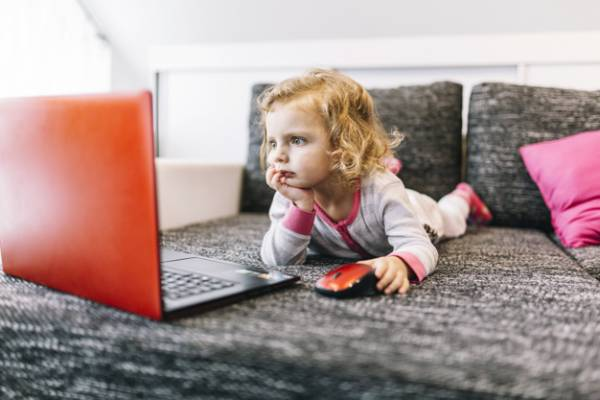 Moms, Ini Tips Menjaga Keamanan Anak di Media Sosial: read it and you will know all about Moms, Ini Tips Menjaga Keamanan Anak di Media Sosial for moms, the most interesting about Moms, Ini Tips Menjaga Keamanan Anak di Media Sosial on a site motherandbaby.co.id