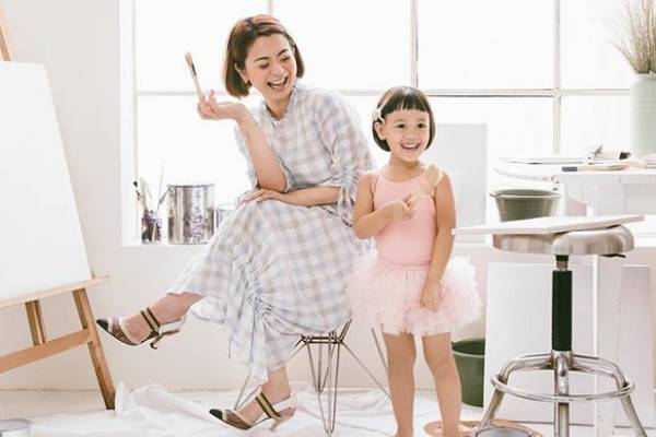 Follow 8 Influencer Moms ini untuk Tahu Soal Parenting!: read it and you will know all about Follow 8 Influencer Moms ini untuk Tahu Soal Parenting! for moms, the most interesting about Follow 8 Influencer Moms ini untuk Tahu Soal Parenting! on a site motherandbaby.co.id