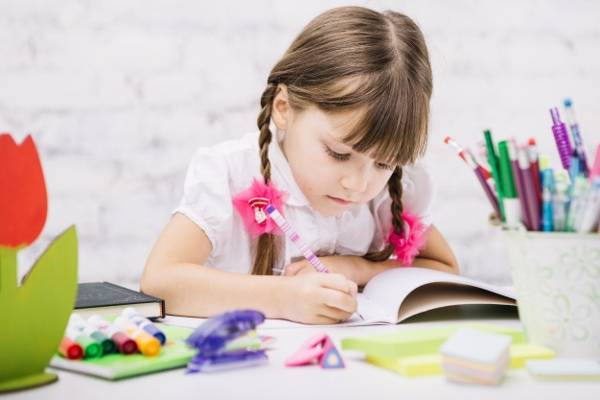 Mengenal Gejala Anak Disgrafia dan Cara Mengatasinya: read it and you will know all about Mengenal Gejala Anak Disgrafia dan Cara Mengatasinya for moms, the most interesting about Mengenal Gejala Anak Disgrafia dan Cara Mengatasinya on a site motherandbaby.co.id