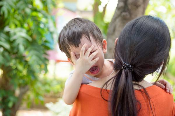 Pertolongan Pertama Buat Anak yang Terbentur Kepalanya: read it and you will know all about Pertolongan Pertama Buat Anak yang Terbentur Kepalanya for moms, the most interesting about Pertolongan Pertama Buat Anak yang Terbentur Kepalanya on a site motherandbaby.co.id