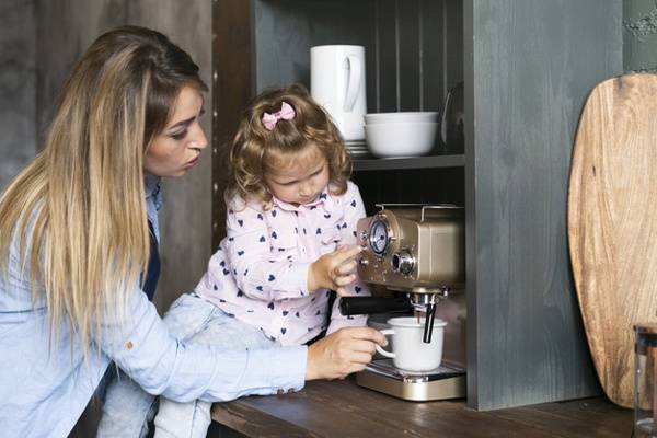 Anak Gemar Minum Kopi? Ini Bahayanya, Moms!: read it and you will know all about Anak Gemar Minum Kopi? Ini Bahayanya, Moms! for moms, the most interesting about Anak Gemar Minum Kopi? Ini Bahayanya, Moms! on a site motherandbaby.co.id