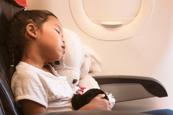 Tips Mengatasi Jetlag pada Anak saat Liburan: read it and you will know all about Tips Mengatasi Jetlag pada Anak saat Liburan for moms, the most interesting about Tips Mengatasi Jetlag pada Anak saat Liburan on a site motherandbaby.co.id