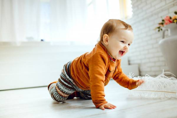 Tips Menciptakan Rumah Aman saat Bayi Mulai Merangkak: read it and you will know all about Tips Menciptakan Rumah Aman saat Bayi Mulai Merangkak for moms, the most interesting about Tips Menciptakan Rumah Aman saat Bayi Mulai Merangkak on a site motherandbaby.co.id