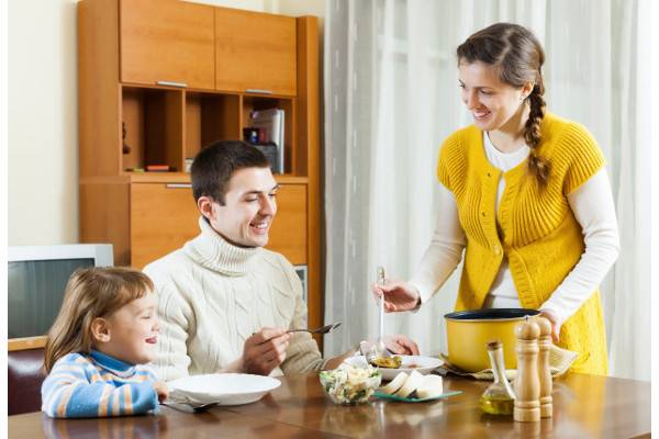 4 Resolusi Pola Makan untuk Anak: read it and you will know all about 4 Resolusi Pola Makan untuk Anak for moms, the most interesting about 4 Resolusi Pola Makan untuk Anak on a site motherandbaby.co.id