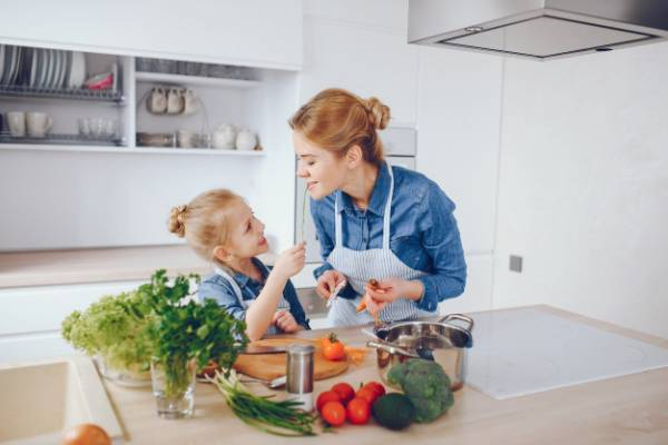 8 Tips agar Anak Mau Ubah Pola Makan Sehat: read it and you will know all about 8 Tips agar Anak Mau Ubah Pola Makan Sehat for moms, the most interesting about 8 Tips agar Anak Mau Ubah Pola Makan Sehat on a site motherandbaby.co.id