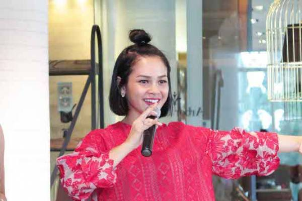 Penyanyi Andien Hamil Anak Pertama: read it and you will know all about Penyanyi Andien Hamil Anak Pertama for moms, the most interesting about Penyanyi Andien Hamil Anak Pertama on a site motherandbaby.co.id