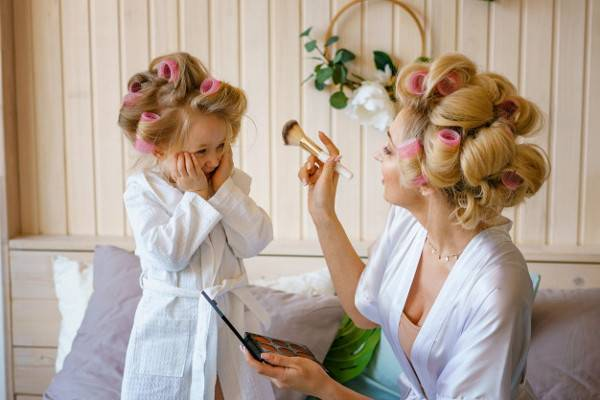 Saat Balita Mengenal Make Up, Lakukan Tips Ini Moms: read it and you will know all about Saat Balita Mengenal Make Up, Lakukan Tips Ini Moms for moms, the most interesting about Saat Balita Mengenal Make Up, Lakukan Tips Ini Moms on a site motherandbaby.co.id