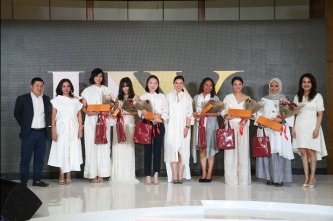 Herworld Indonesia Pilih 13 Sosok Perempuan Inspiratif: read it and you will know all about Herworld Indonesia Pilih 13 Sosok Perempuan Inspiratif for moms, the most interesting about Herworld Indonesia Pilih 13 Sosok Perempuan Inspiratif on a site motherandbaby.co.id